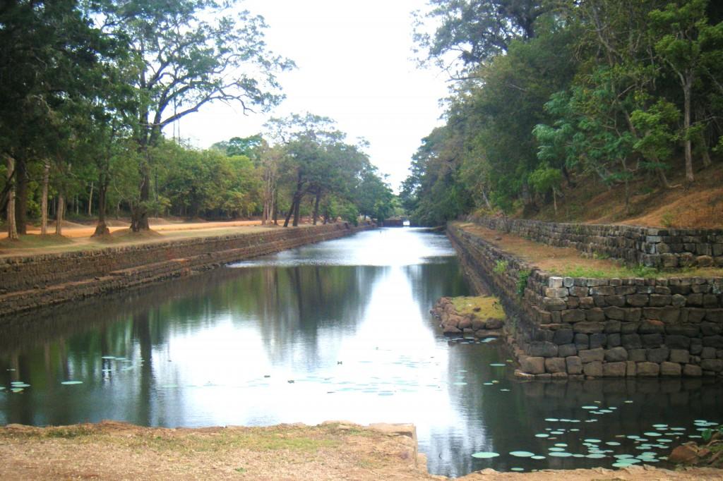 Sigiriya-lion-roc